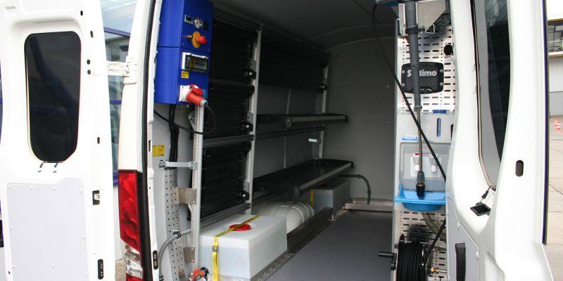 logistikfahrzeug-innen-28D9E9F28-020B-D105-237C-EEF4AFD26977.jpg