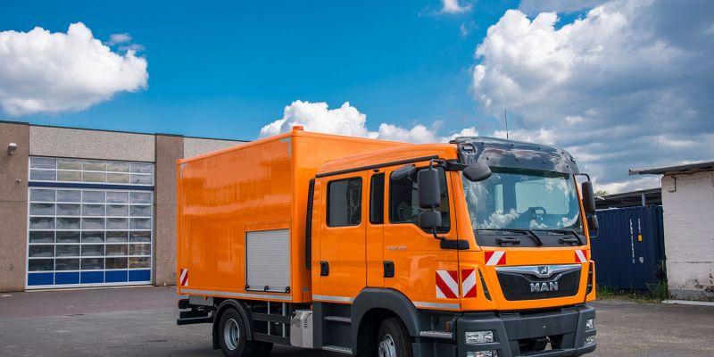 logistikfahrzeug-orange9FF8D074-B5E6-932A-D218-230F32A0304A.jpg