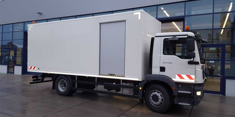 logistikfahrzeug-weiss1A3F0175-AB13-B14B-C191-2A595257EFD7.jpg